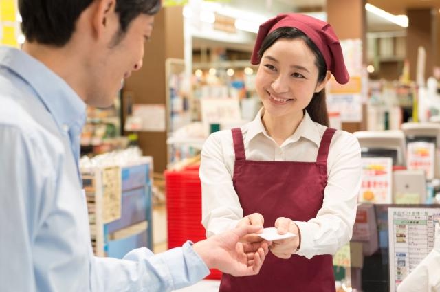 交通費全額支給★日数・時間の相談も可能★お菓子販売スタッフ業務風景